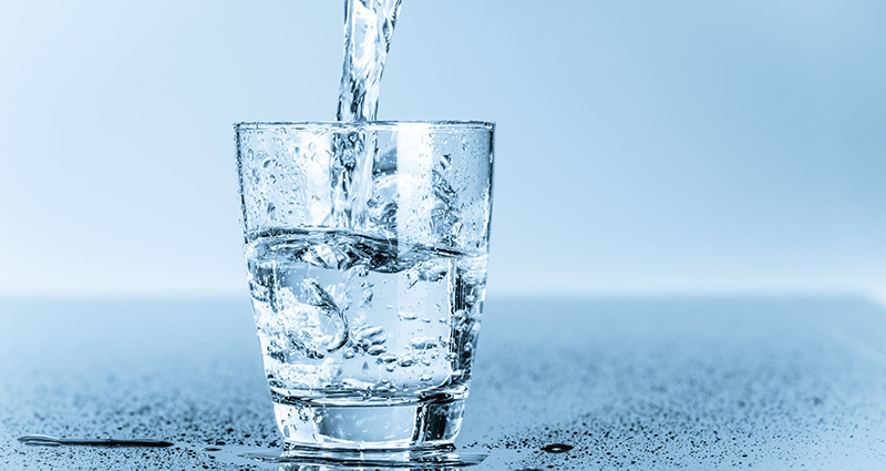31254912 - glass of clean drinking water
